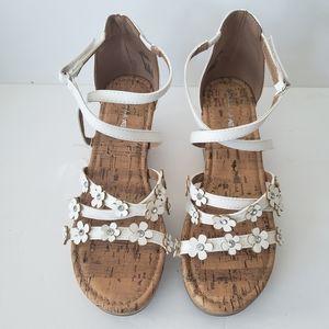 American Eagle Girl's dress sandal 👡  wedges